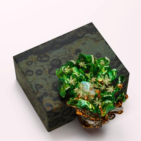 Cana Bisextem Now, 2010, L  acquered silver, yellow gold, white gold, diamonds, emeralds, garnets, cucumber jasper w ith base: 3 1/8 x 5 1/4 x 4 1/4″
