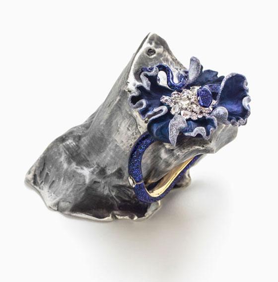 Lunae Lumen Glitter Blue, 2013, Y  ellow and white gold, diamonds, colored lacquer, 3  9/16 x 2 3/4 x 3 15/16″