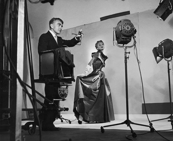Horst directing a fashion shoot with Lisa Fonssagrives (wife of Irving Penn), 1949. Photo by Roy Stevens