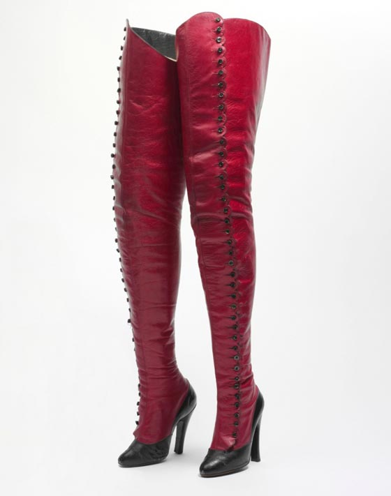 1900-1920: French boots, leather and cellulose.