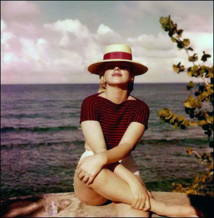 marilyn-monroe-on-vacation-in-amagansett-new-york-1957-1.jpg