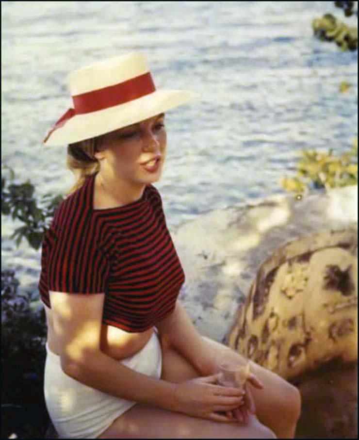marilyn-monroe-on-vacation-in-amagansett-new-york-1957-3.jpg