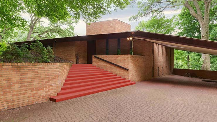 frank-lloyd-wright-house-red-stairs-640x360-c.jpg