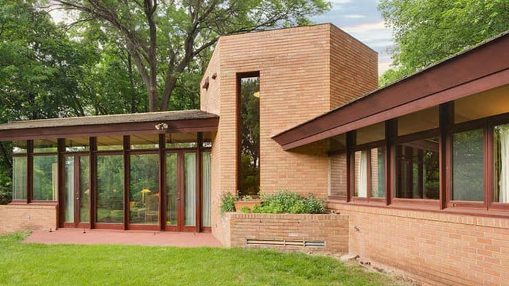 frank-lloyd-wright-house-back-640x360-c.jpg