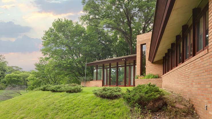 frank-lloyd-wright-house-back-patio-far-640x360-c.jpg