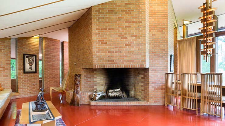 frank-lloyd-wright-house-fireplace-center-640x360-c.jpg