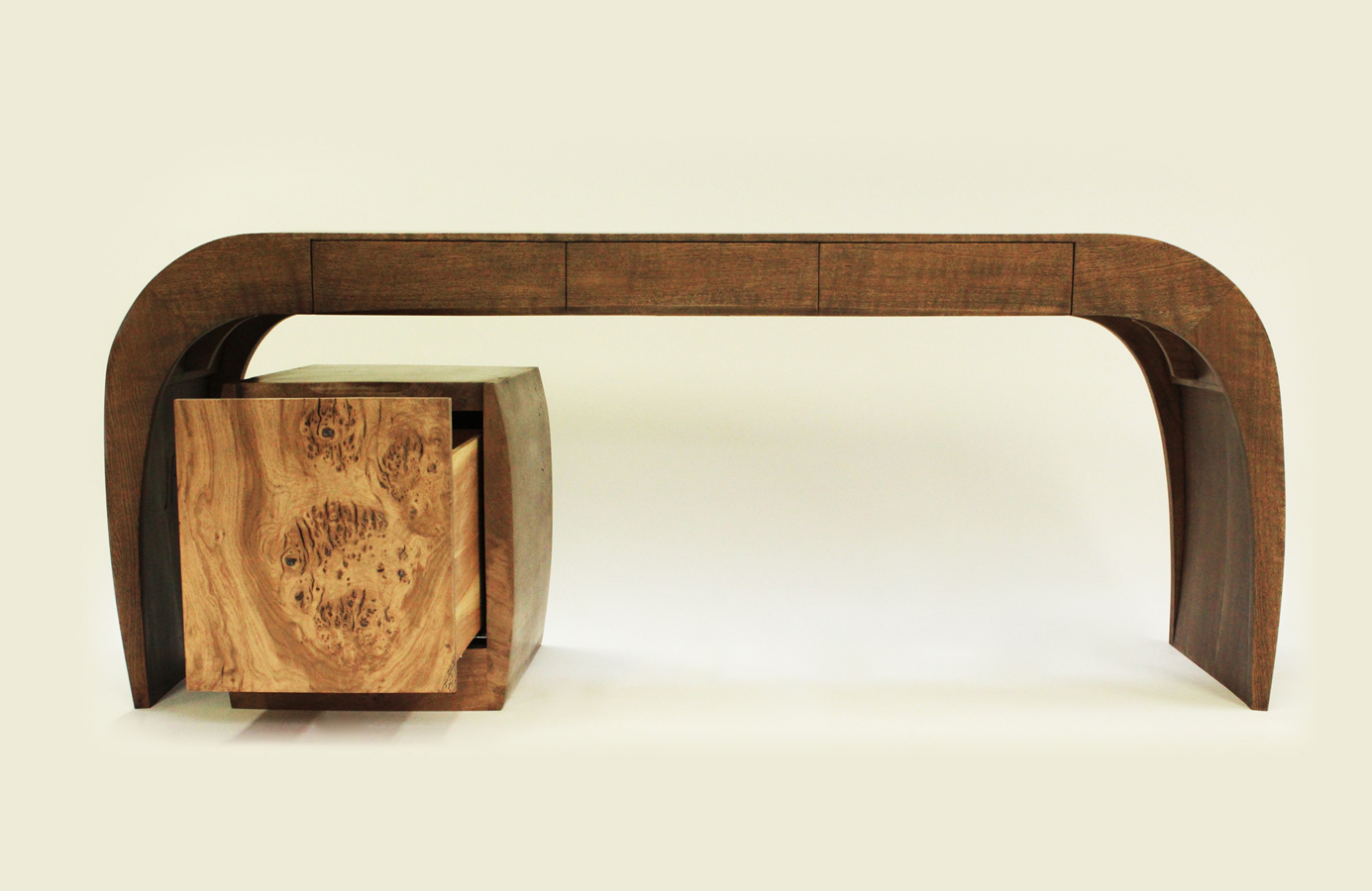 8Caliper-Desk-and-Chair_3.jpg