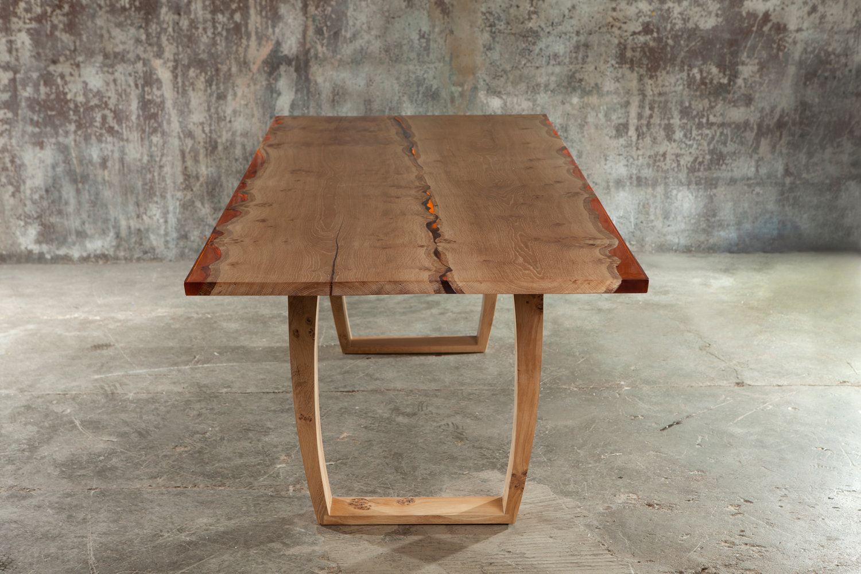 34_Amber-resin-edged-English-oak-dining-table_2.jpg