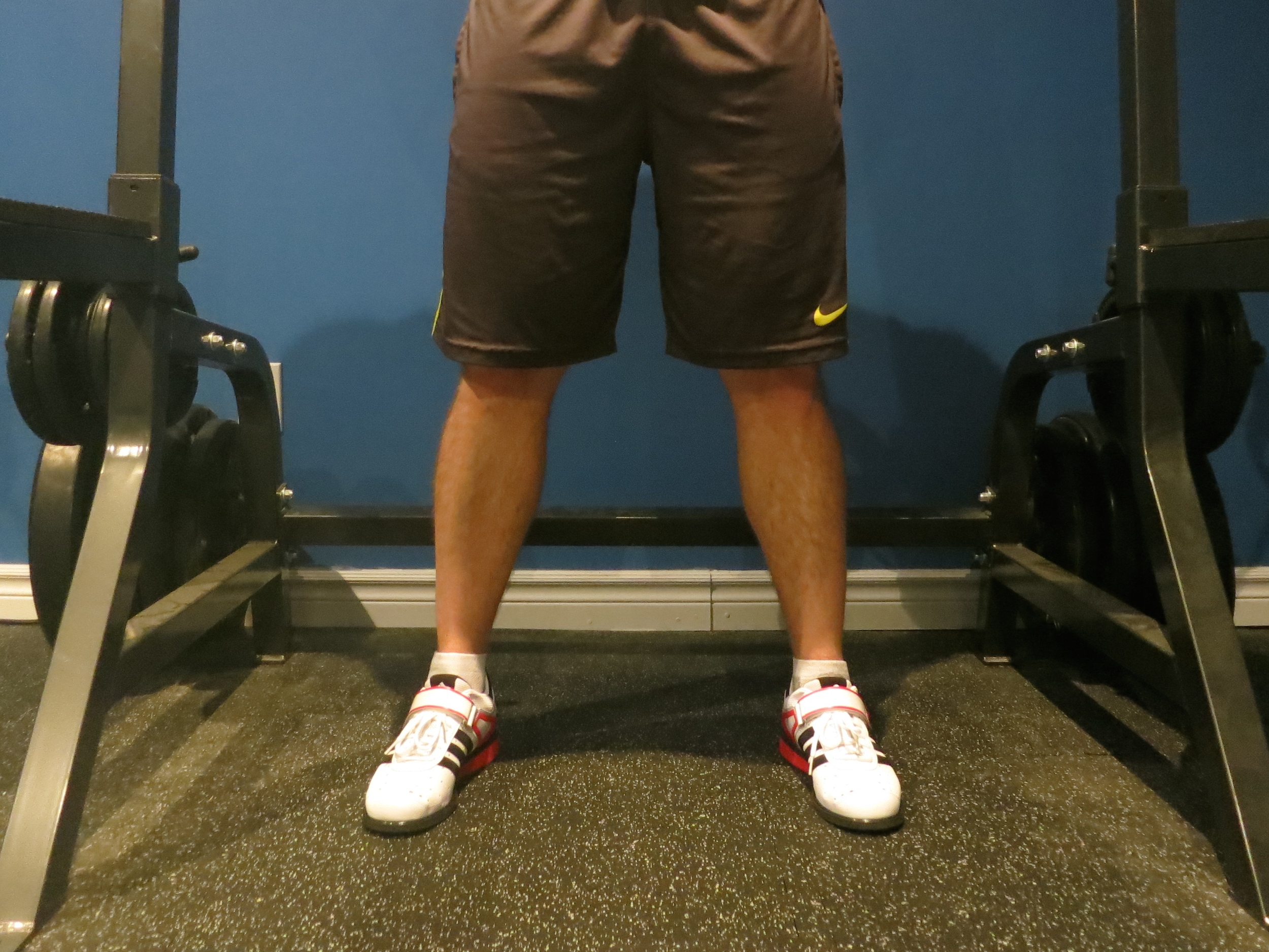 Stand with feet shoulder-width apart. Toes are turned out slightly.