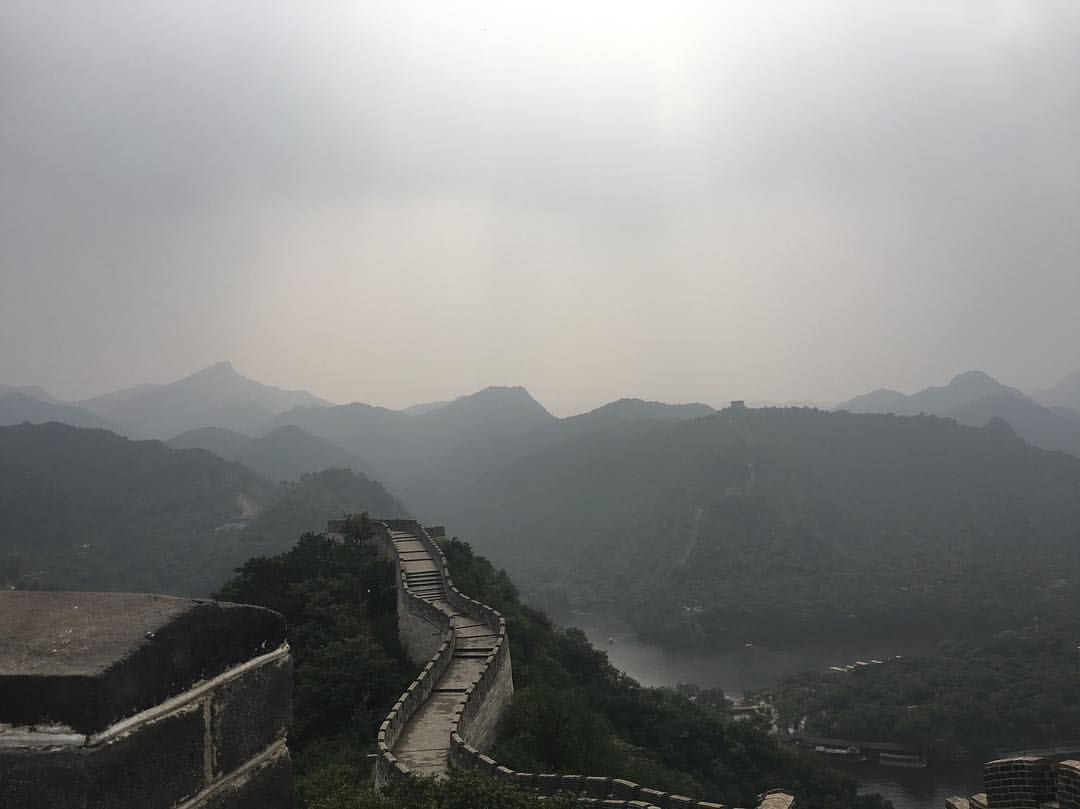 View from where we had a picnic at the Great Wall. Such a perfect day thanks to great company and especially to @alexeykornilov90 for making it extra special for us.  .  .  .  #academydaily #cafa #academyontheroad #MFA #111franklin #artistresidency #MFA2017 #china #greatwall #travel #mountains  (at Great Wall of China)
