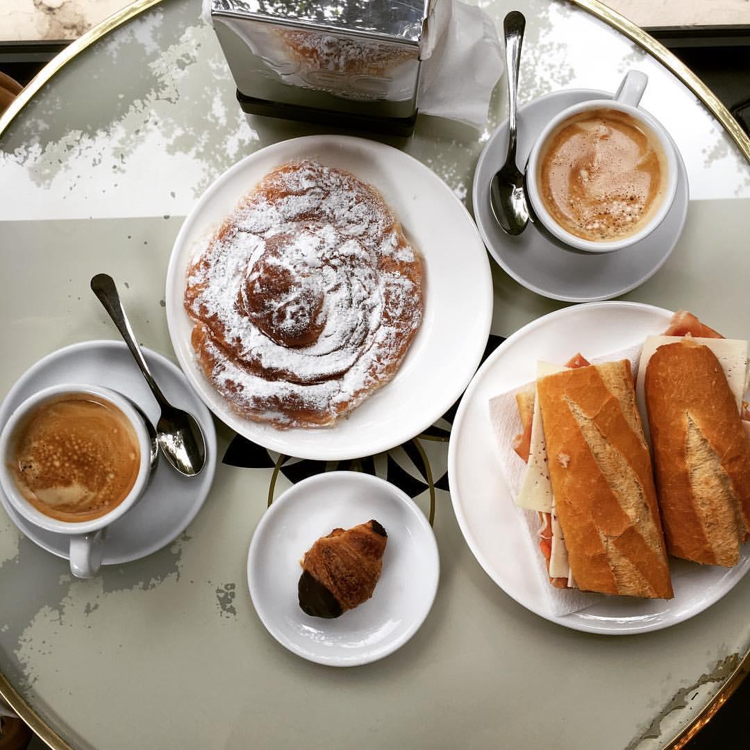 I've decided…I'm staying 🇪🇸  .  .  .  .  #foodporn #food #travel #spain #barcelona #catalunya #breakfast  (at Barcelona, Spain)