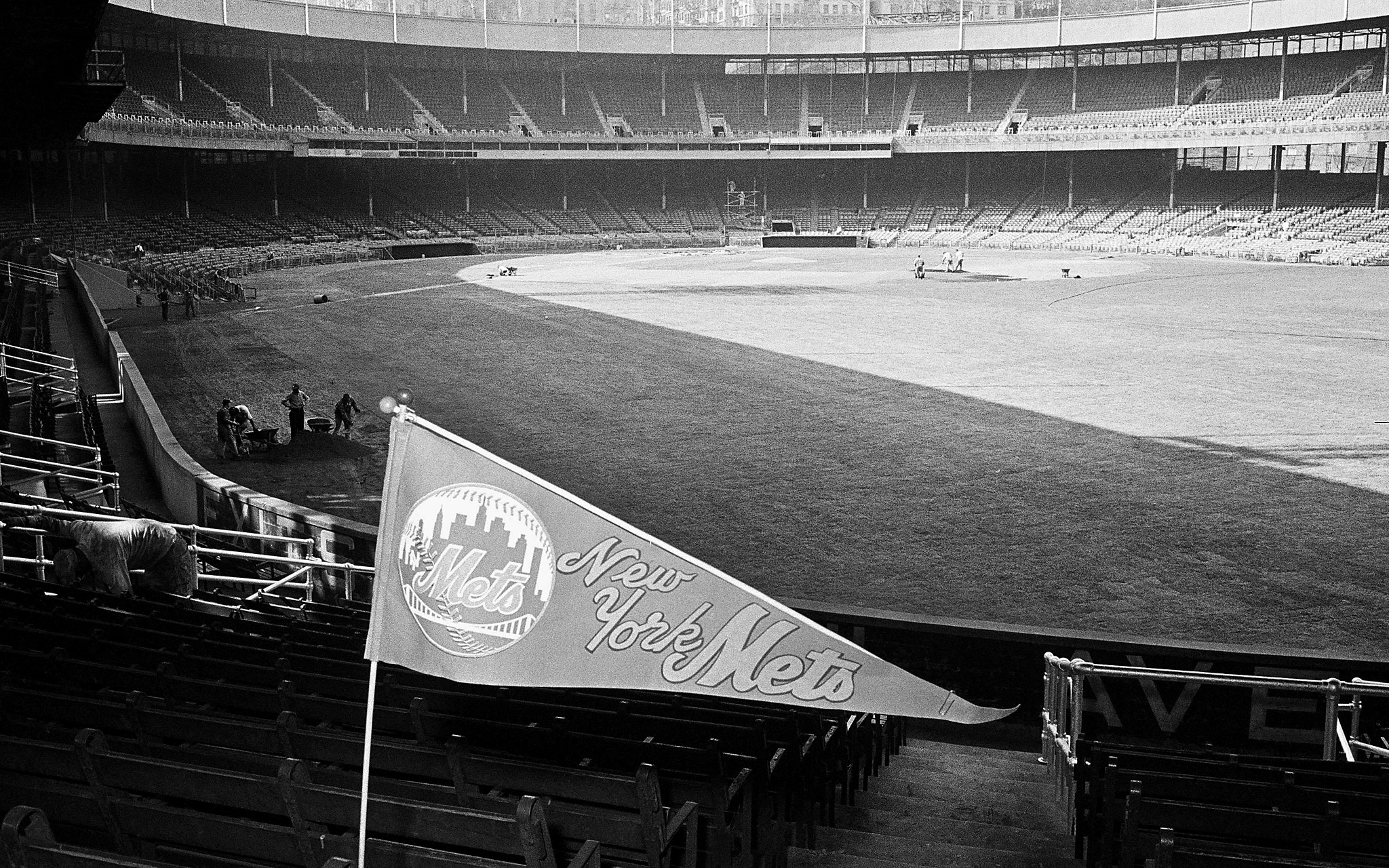 Opening Day at the Polo Grounds. Guess what? The Mets lost.