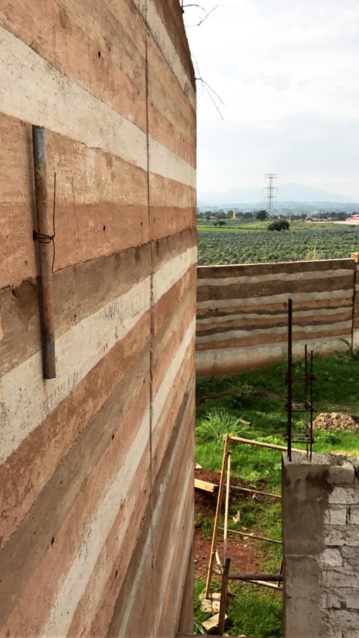 Muro-Rammedearth-Volta-Arenal.JPG