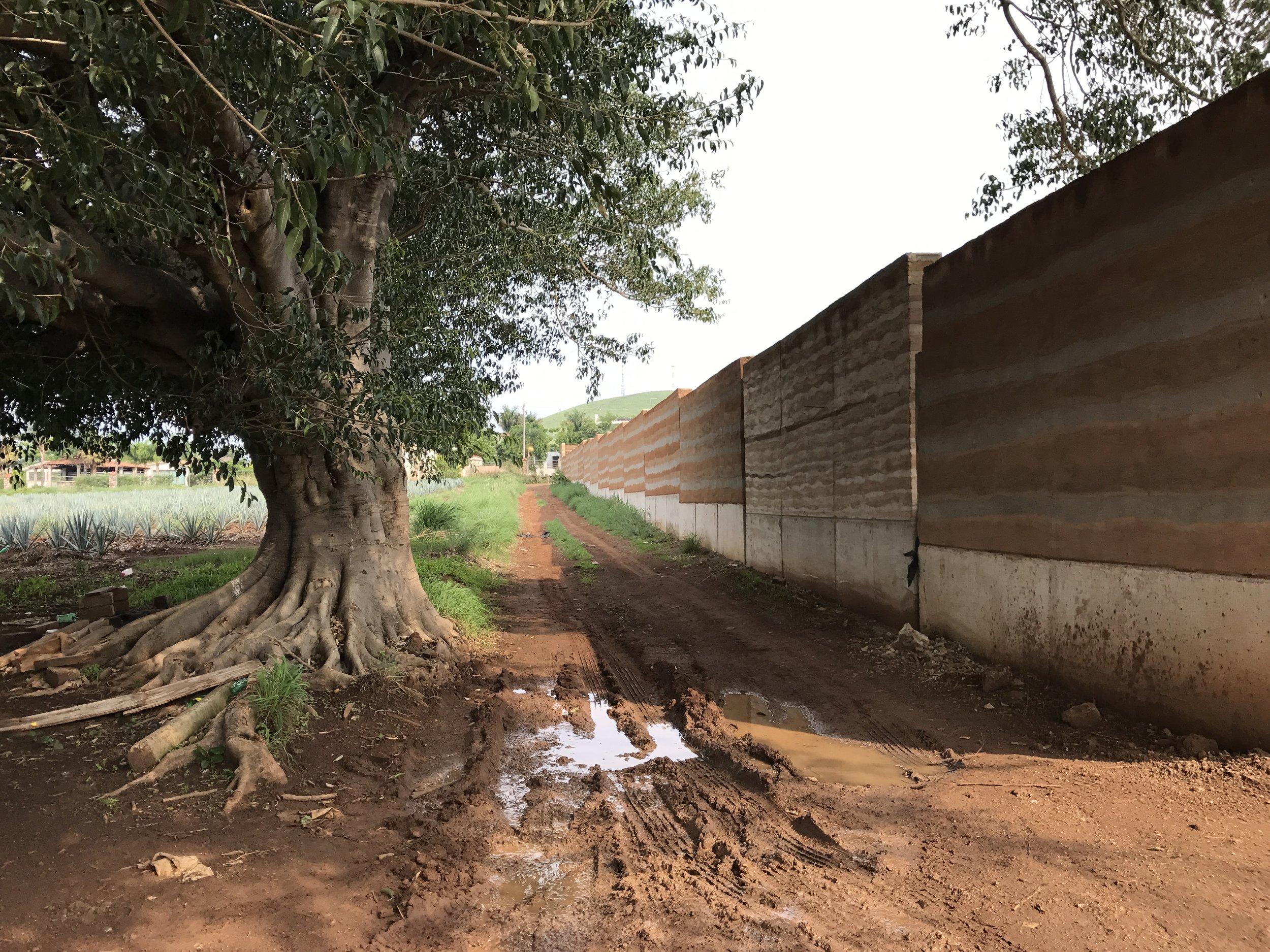 Volta-Muro-Perimetral-Arenal-H.JPG