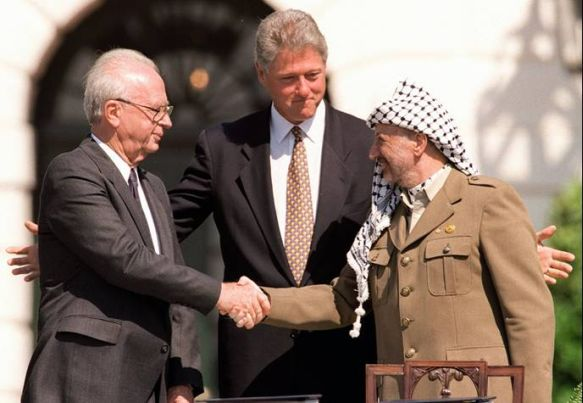 President Clinton with Yitzhak Rabin (L) and Yasser Arafat (R) during the signing of the Oslo I Accord in 1993. (Photo: IDF/Flickr)