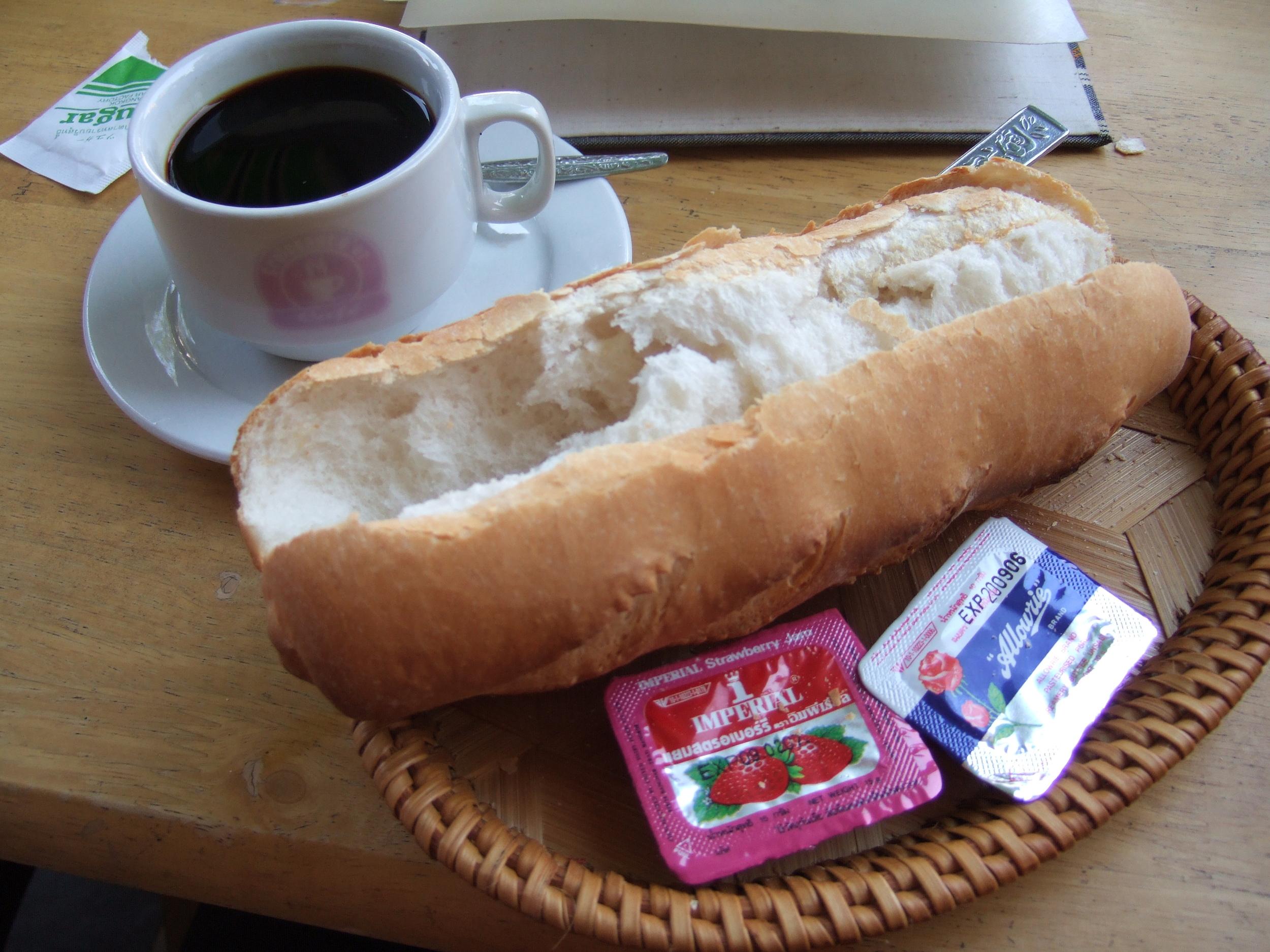 Cafe et Baguette.JPG