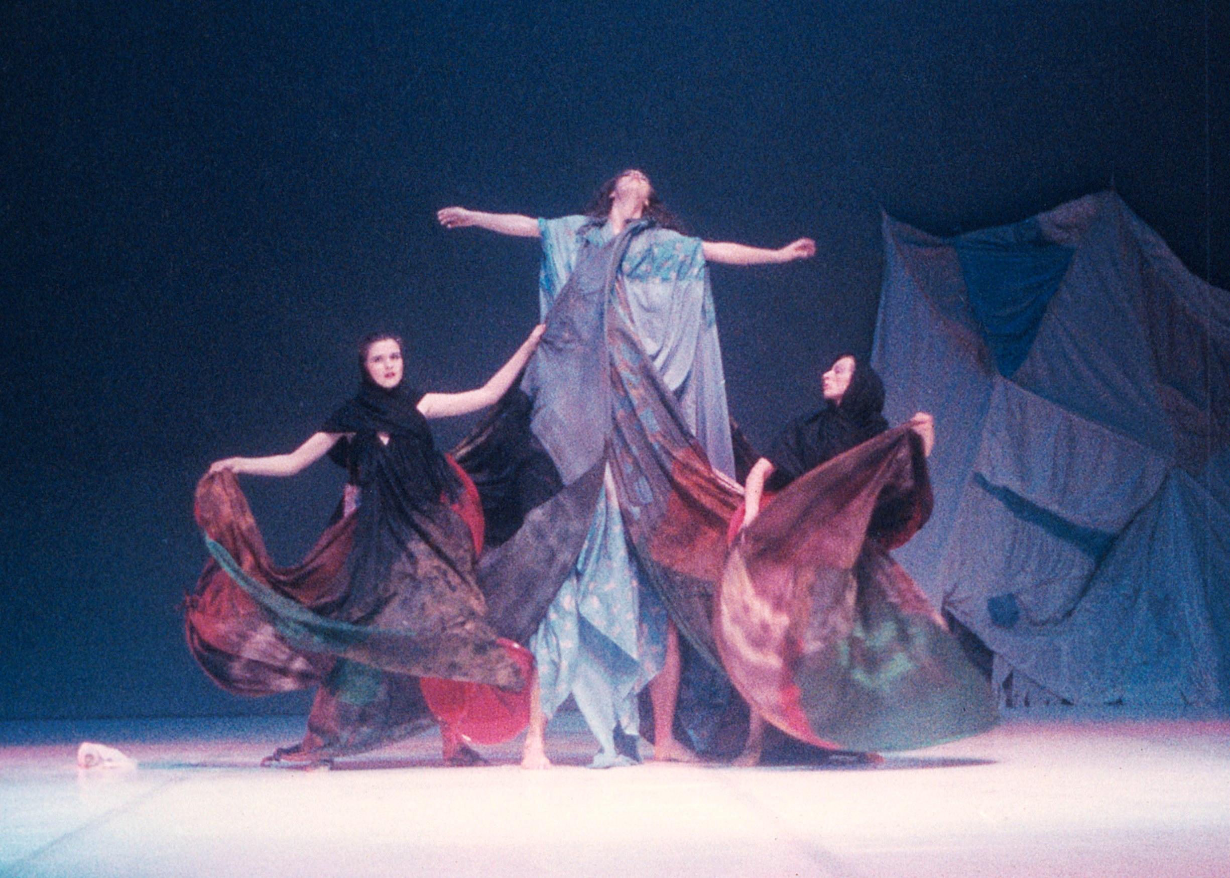 Sinja v predstavi Ksenije Hribar- Nostalgija-1987-Foto Arhiv PTL.jpg