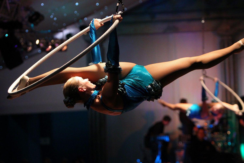 Aerial-Hoop-Duo-Lilli-Sara.jpg