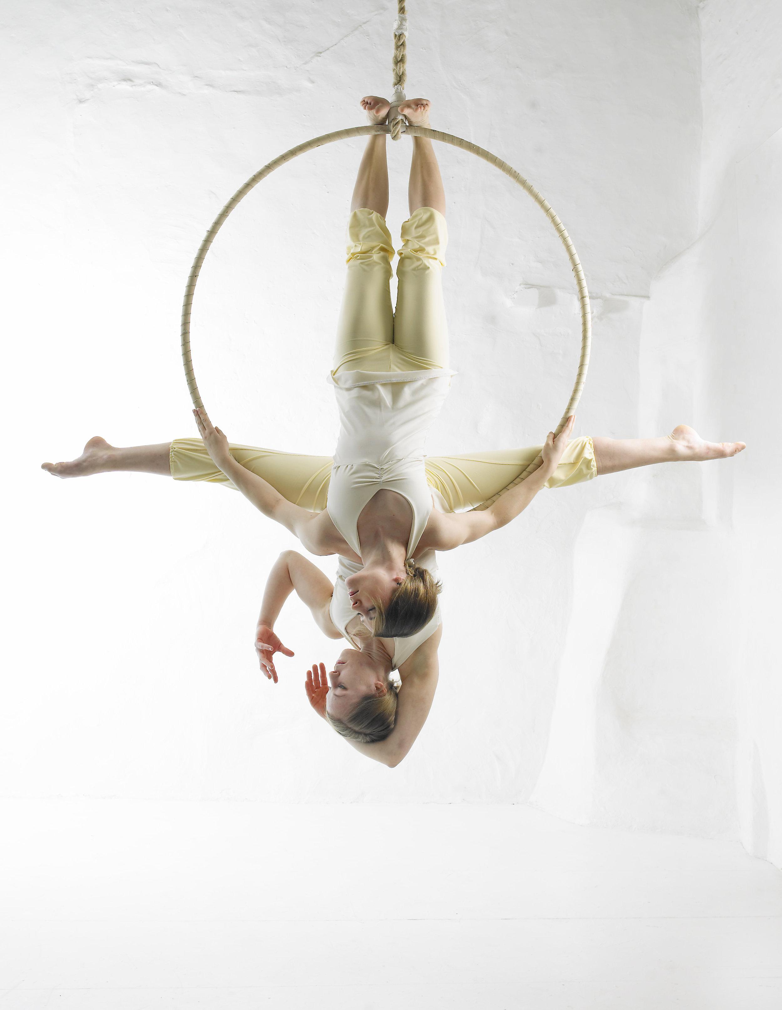 Aerial Hoop Duo, Lilli 02.jpg
