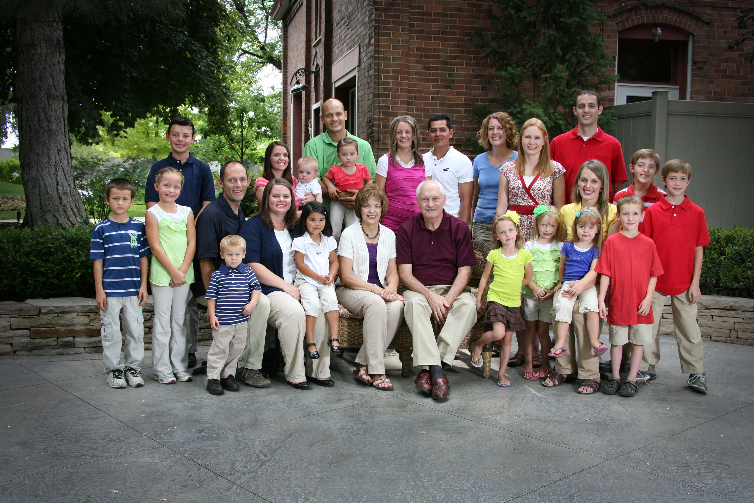 Bountiful Portrait studio, Outdoor studio Large Family Portrait