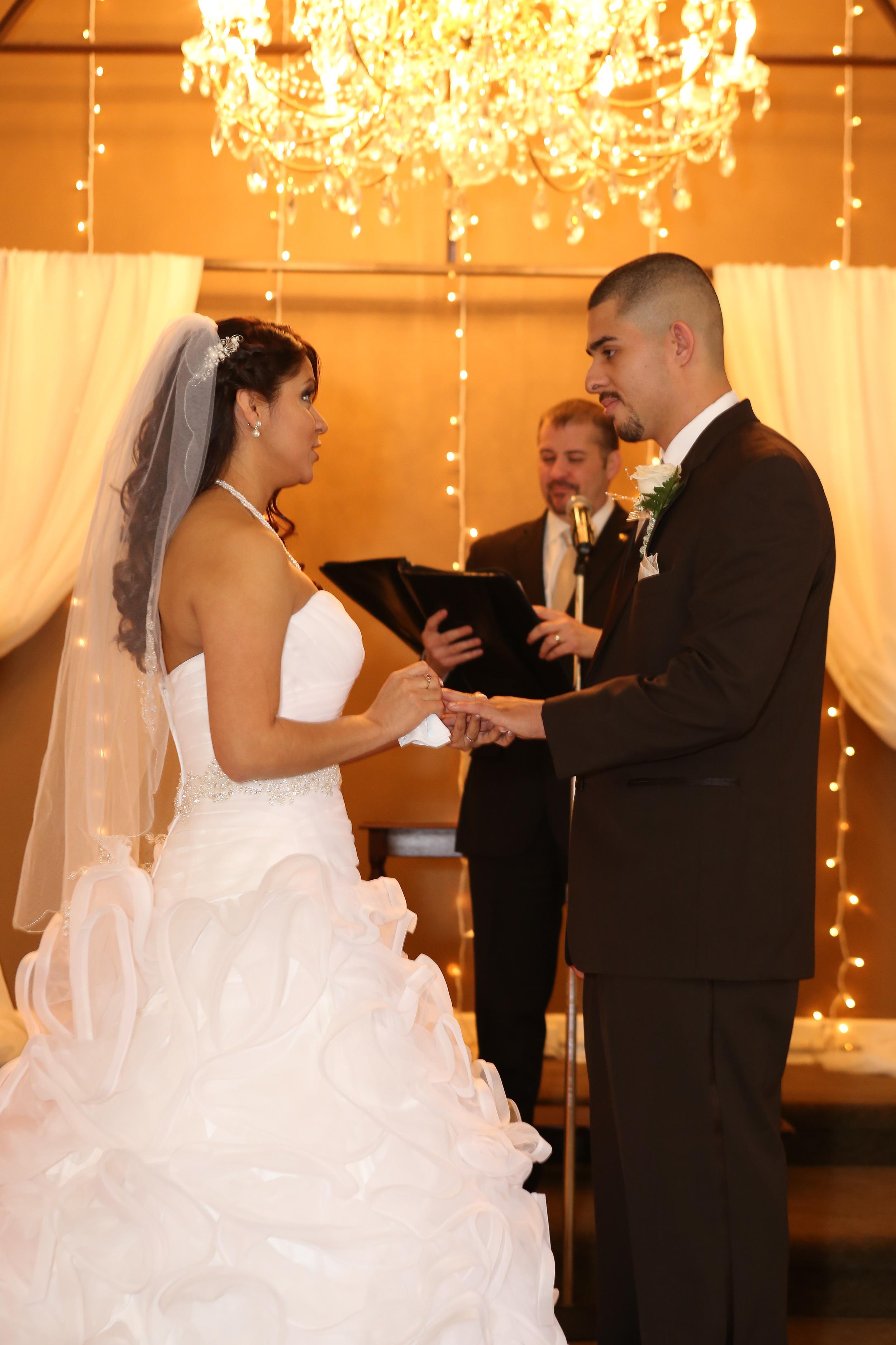 Bountiful wedding photographer at ceremony