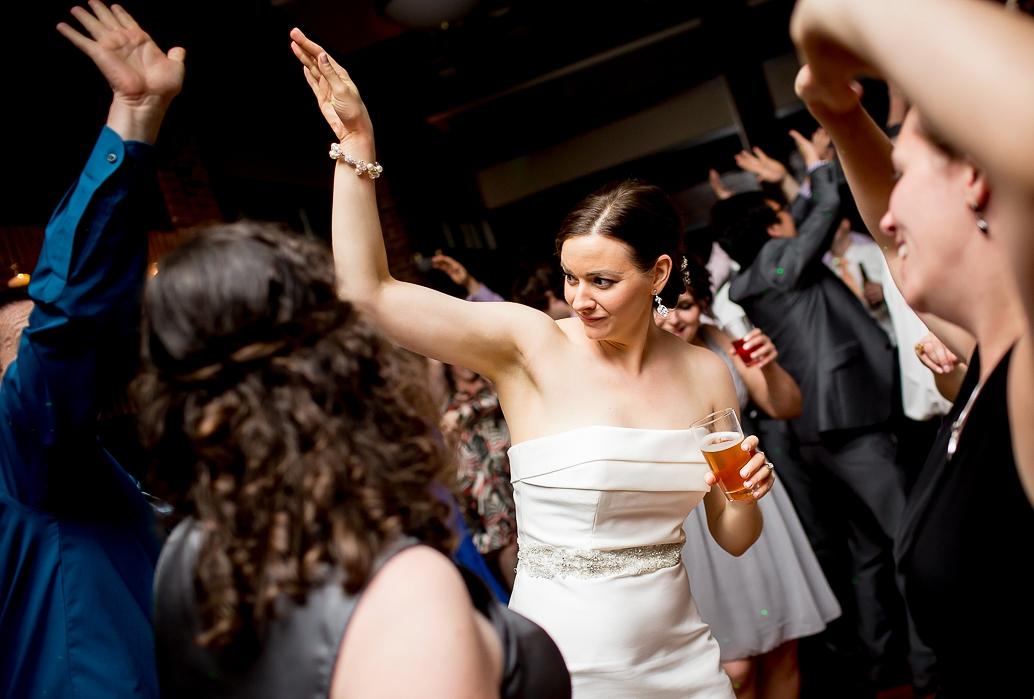 Feltham_4_dance_Cantigny_bride_Robb.jpg