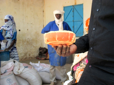 The amount of fortified cereal mix, typically used for porridge, that each refugee receives per month.