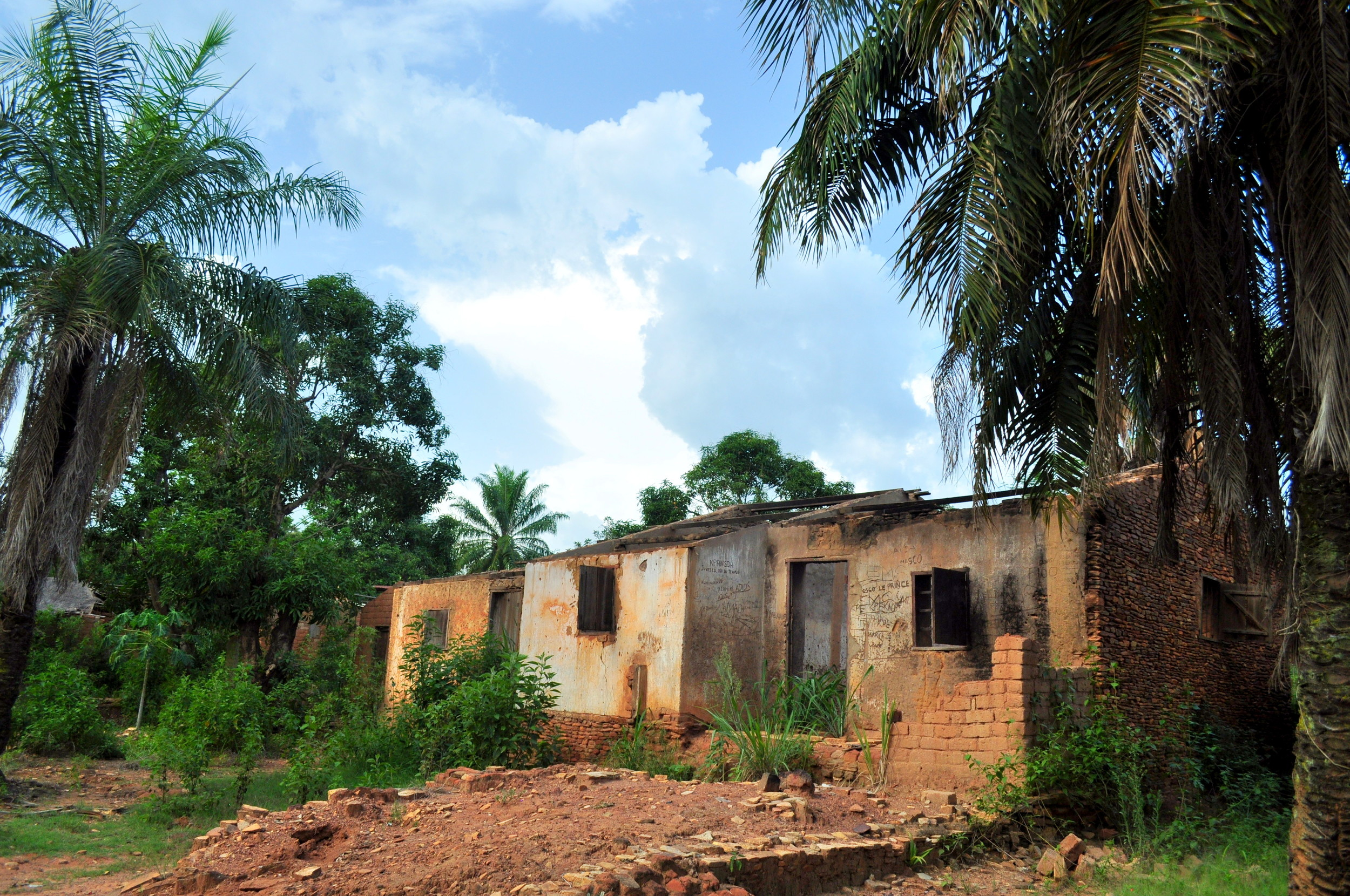Many neighborhoods in Bambari are deserted after armed groups attacked and burned down homes.