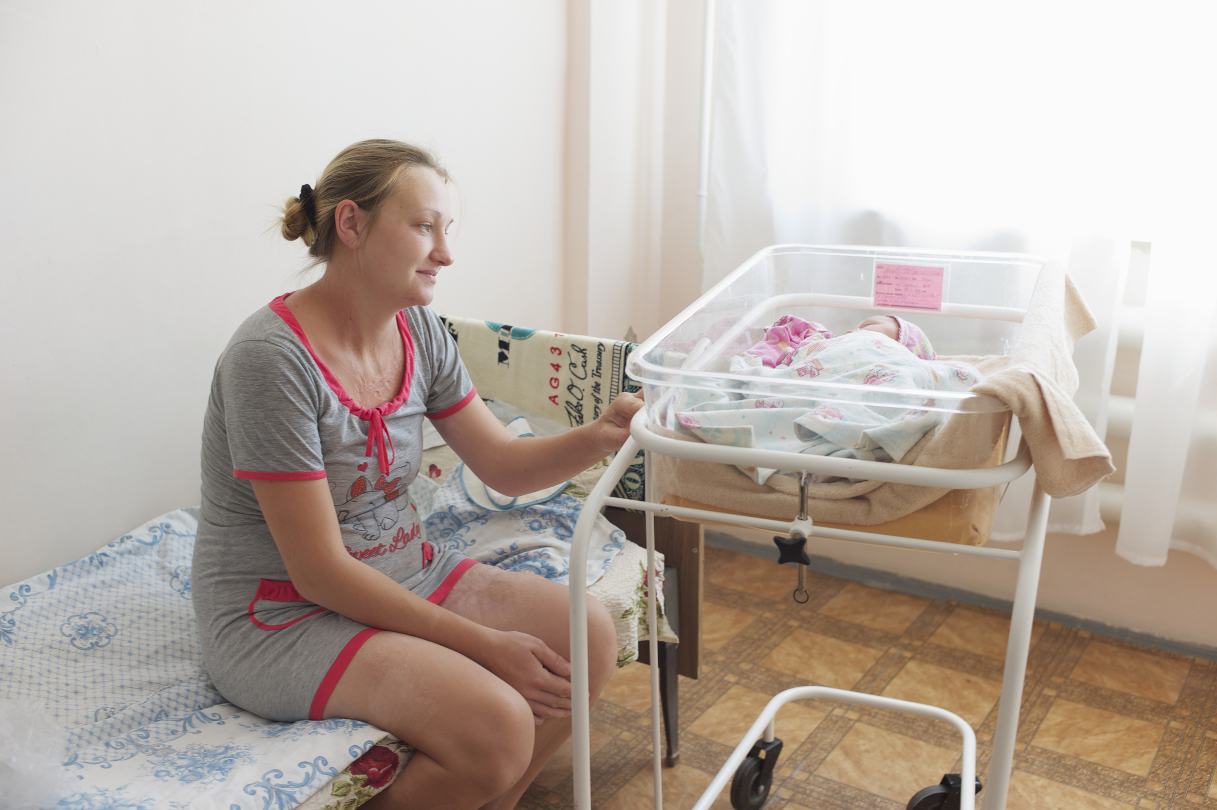 This young woman in Sveredovonesk moved from the NGCA so that she could give birth where her child would be registered by legitimate Ukrainian authorities. Photo: Patrick Breslin