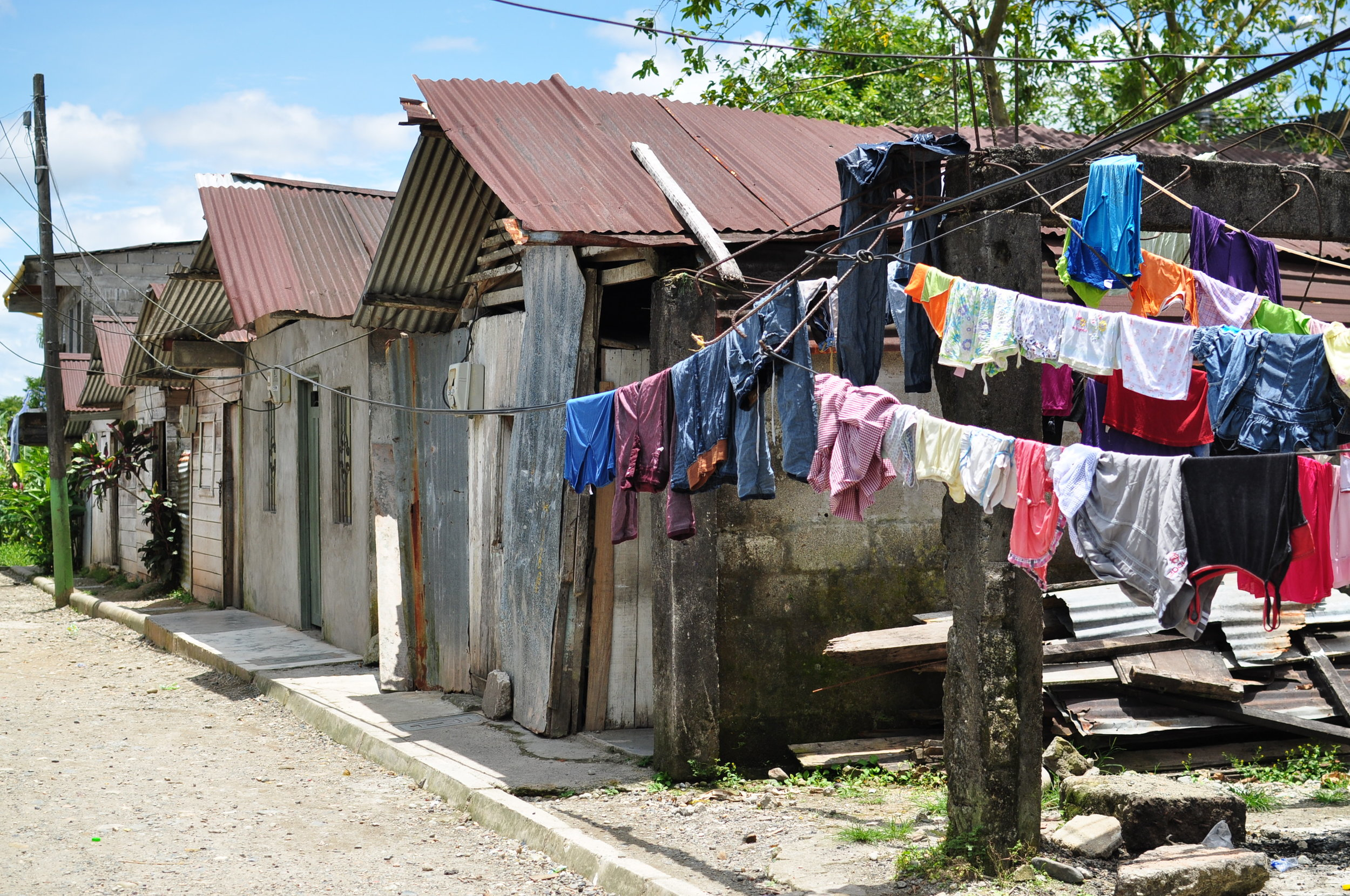 Some cities have neighborhoods that are entirely composed of displaced people, such as this one in the department of Chocó. The dwellers live in confinement, and are continuously subject to violence. Some of the women in this neighborhood have sent their sons away out of fear that they will succumb to the violence.