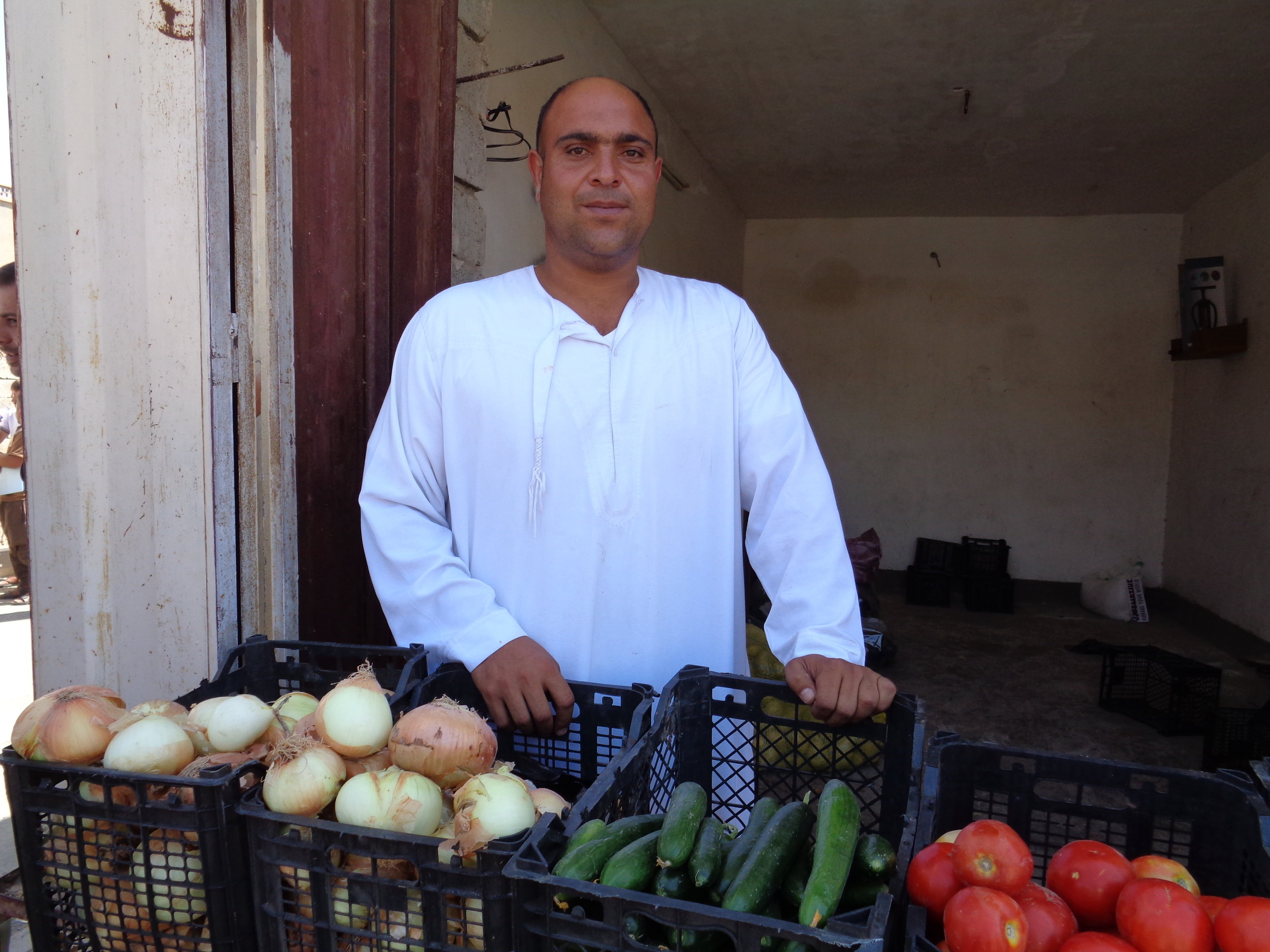 Ahmed* told RI he suffered more than 40 shrapnel wounds after an airstrike hit his home in 2015. He lived as an IDP for more than a year and could not afford proper medical care for himself or school fees for his children. Now he is trying to get back on his feet by selling produce to returning families.