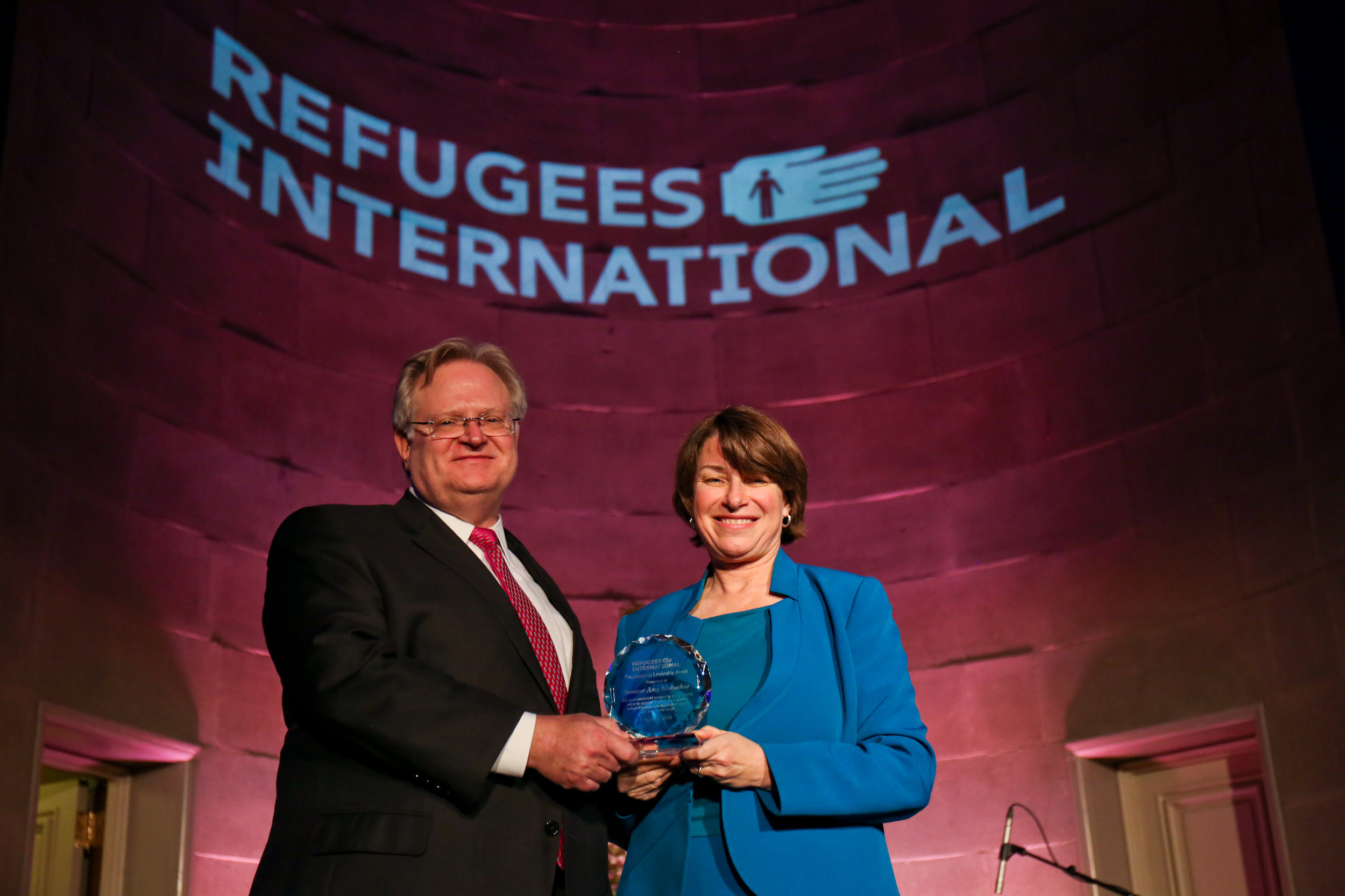 Refugees International President Eric Schwartz presents the 2018 Congressional Leadership Award to Senator Amy Klobuchar of Minnesota