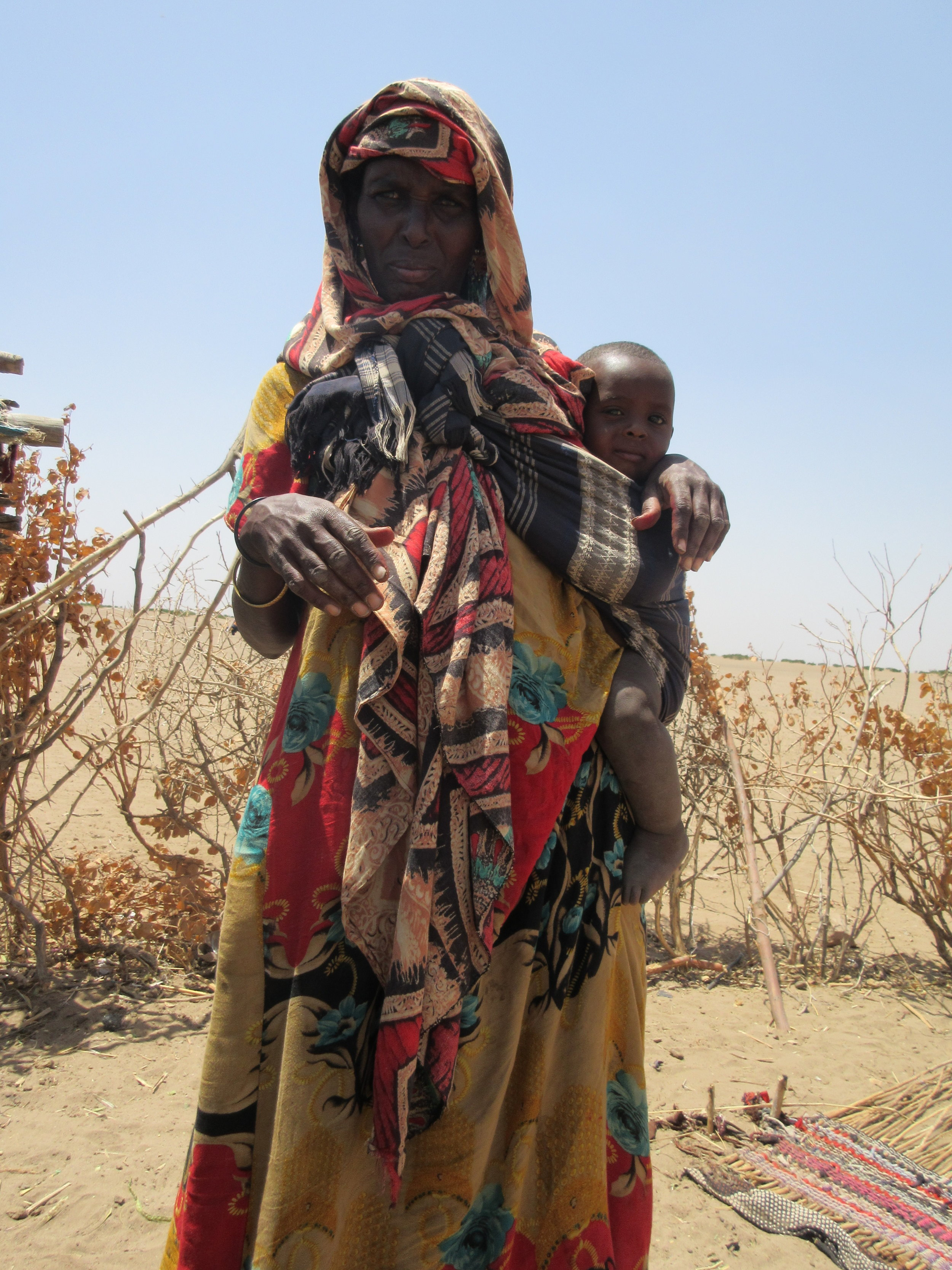 Woman and her child displaced by drought at the Idora IDP site. Photo by Refugees International.