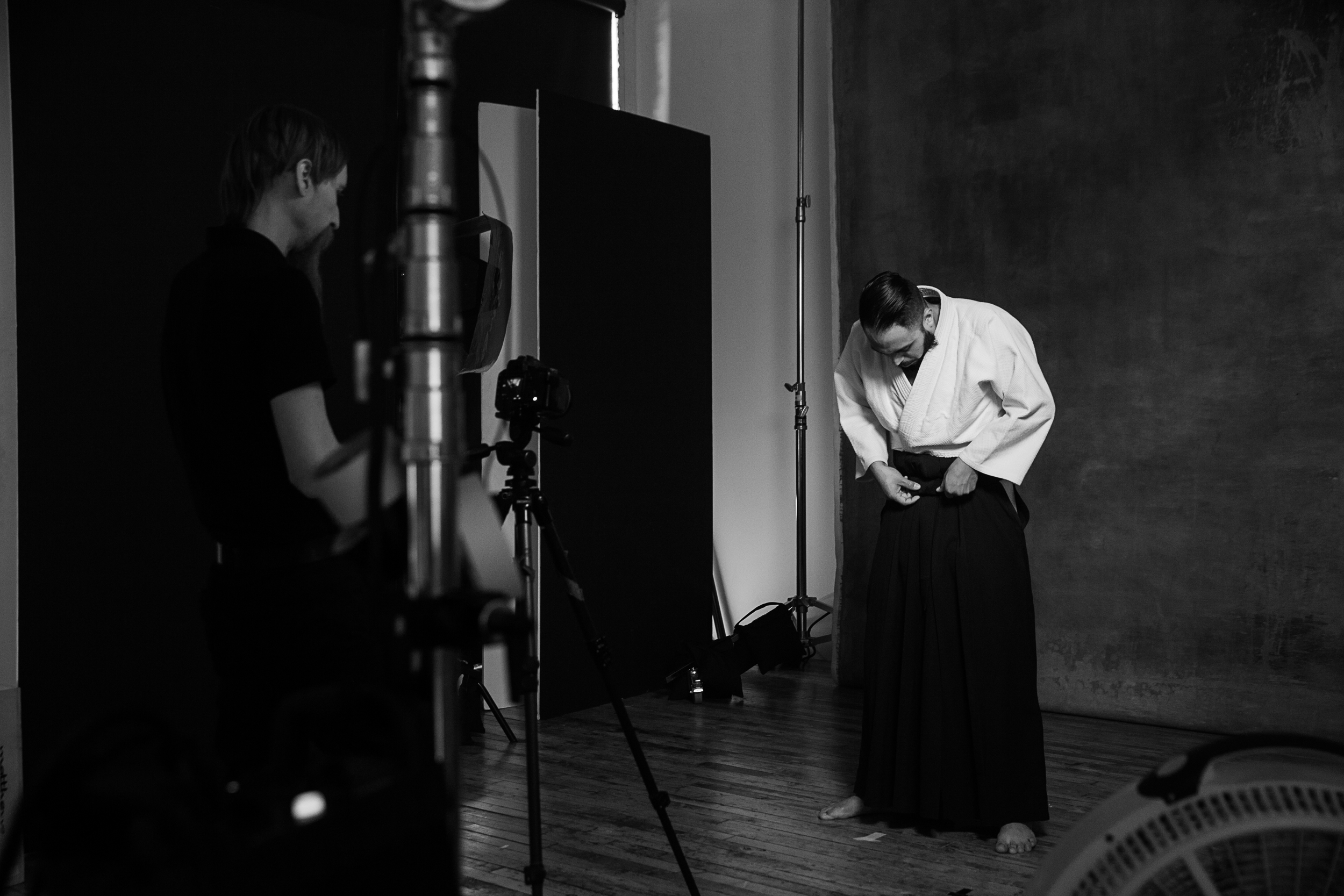 Juan Larios putting his hakama on.