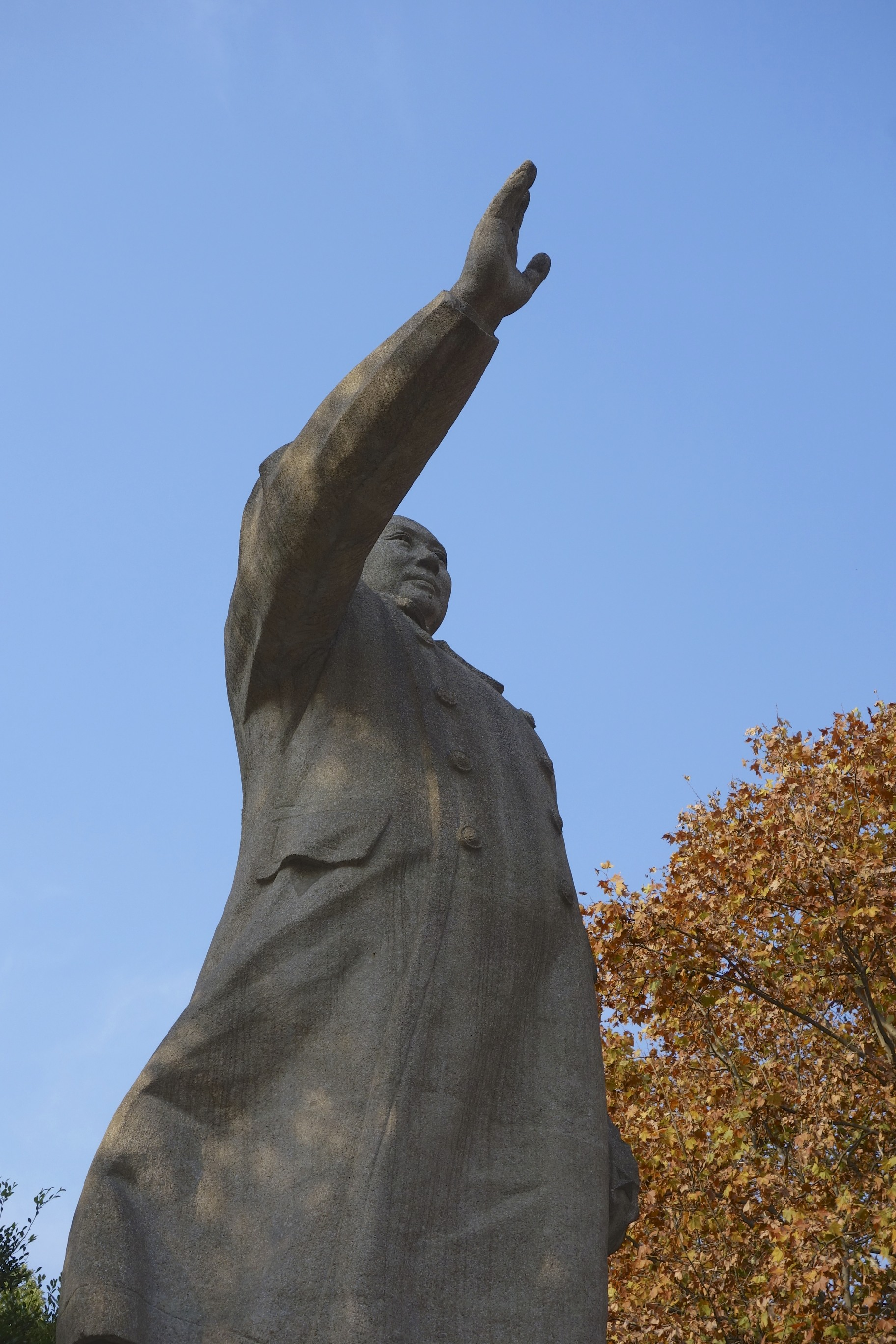 Chairman Mao hailing on campus. He is not really known as somebody who cherished academic work, sharing of knowledge and a fair debate. So a University campus would be the last place you might expect his statue. But he is still around. I guess moving these monuments needs more than just a bulldozer.