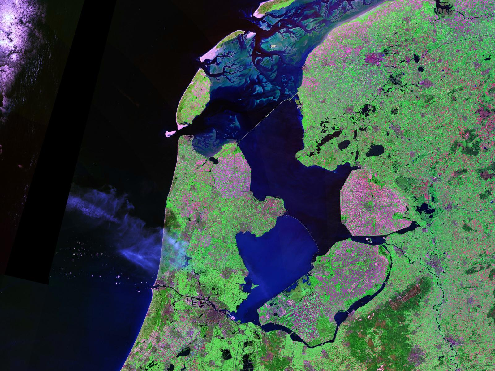 IJsselmeer by LANDSAT (Public Domain, NASA, https://zulu.ssc.nasa.gov/mrsid/)