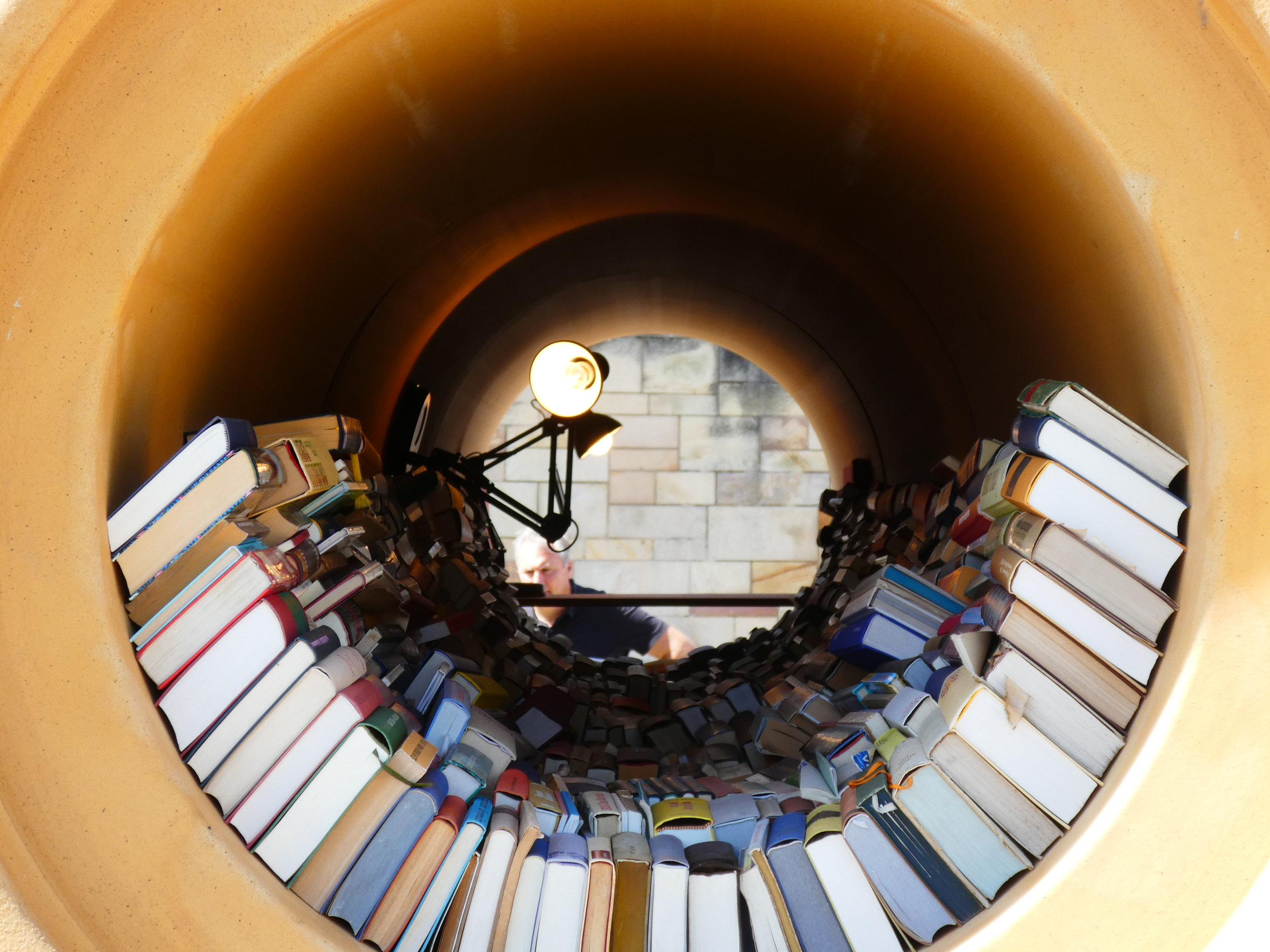 Reading room in a pipe (Hiwa K
