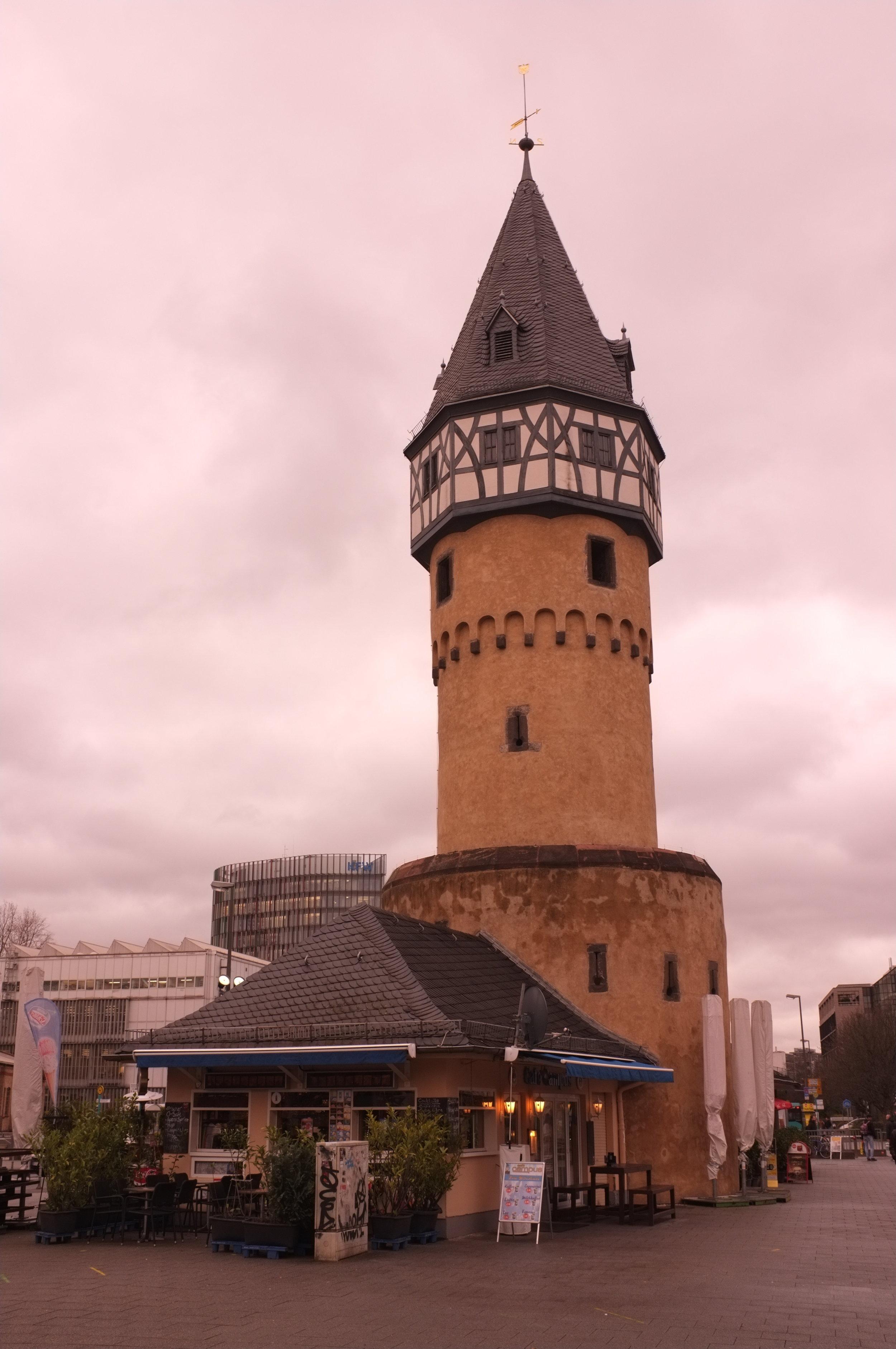 Bockenheimer Turm on a gloomy day.