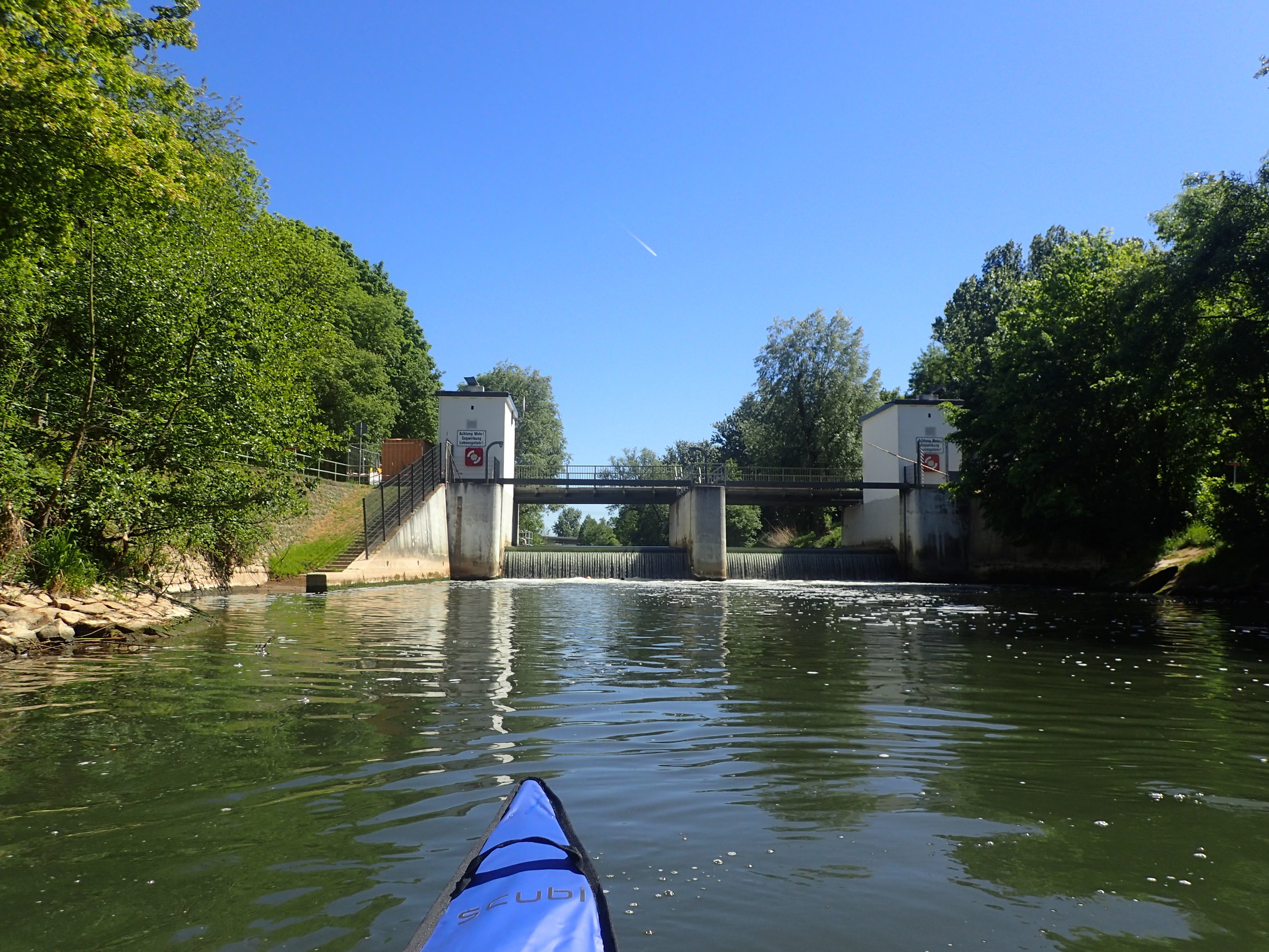 Quick look back upstream to confirm that it is better to carry the boat around this barrage.