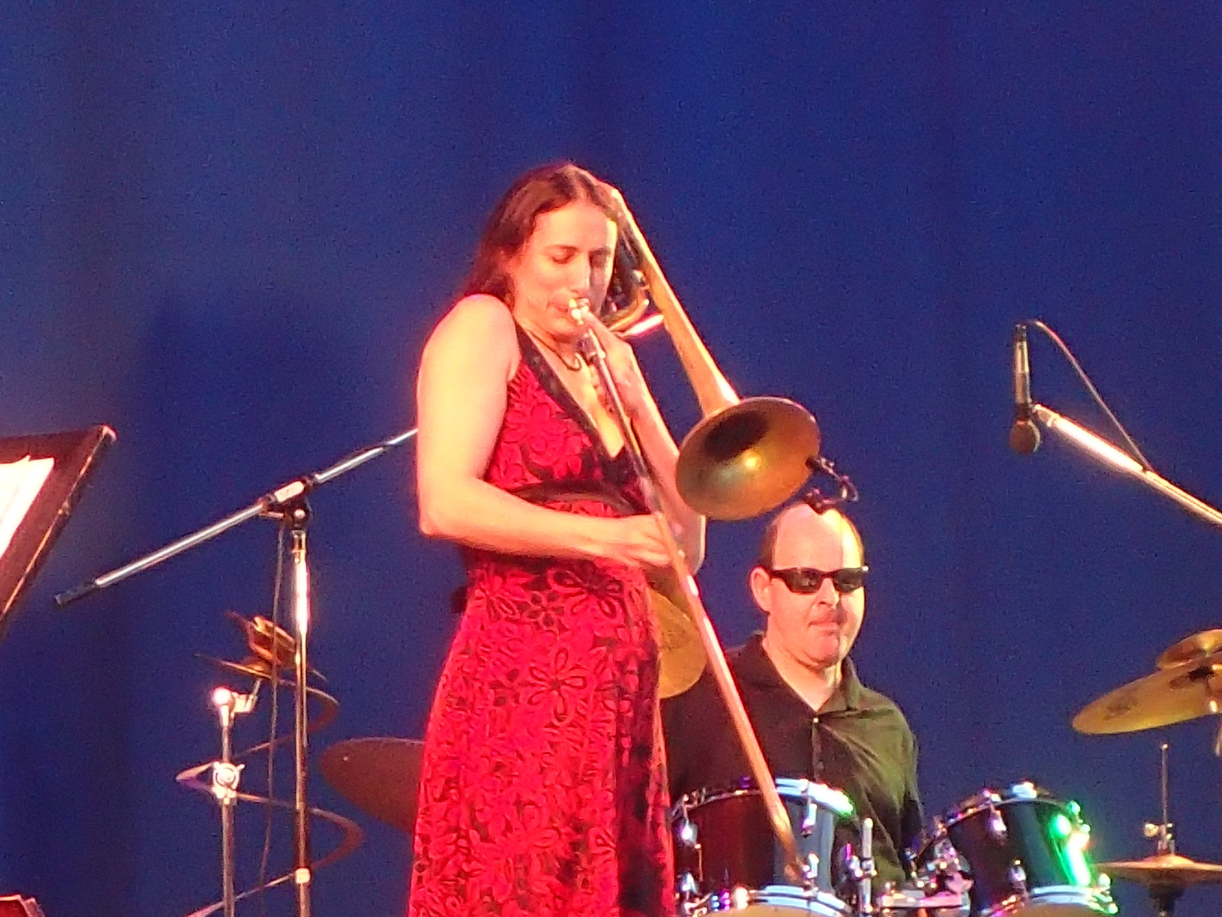Reut Regev and Igal Foni performing with band in the Palmengarten on 27.07.2018. My apologies for the photo quality.