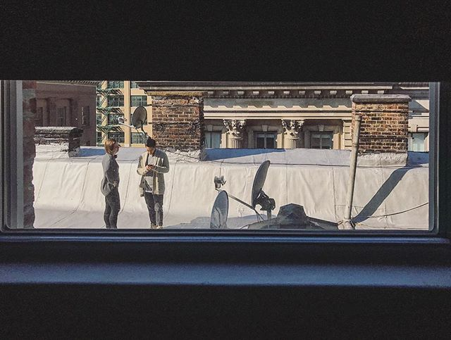 Roof chillin', window sillin'. • • • #nyc #nycscene #roof #rooftop #view #gotham #igersnyc #street #people