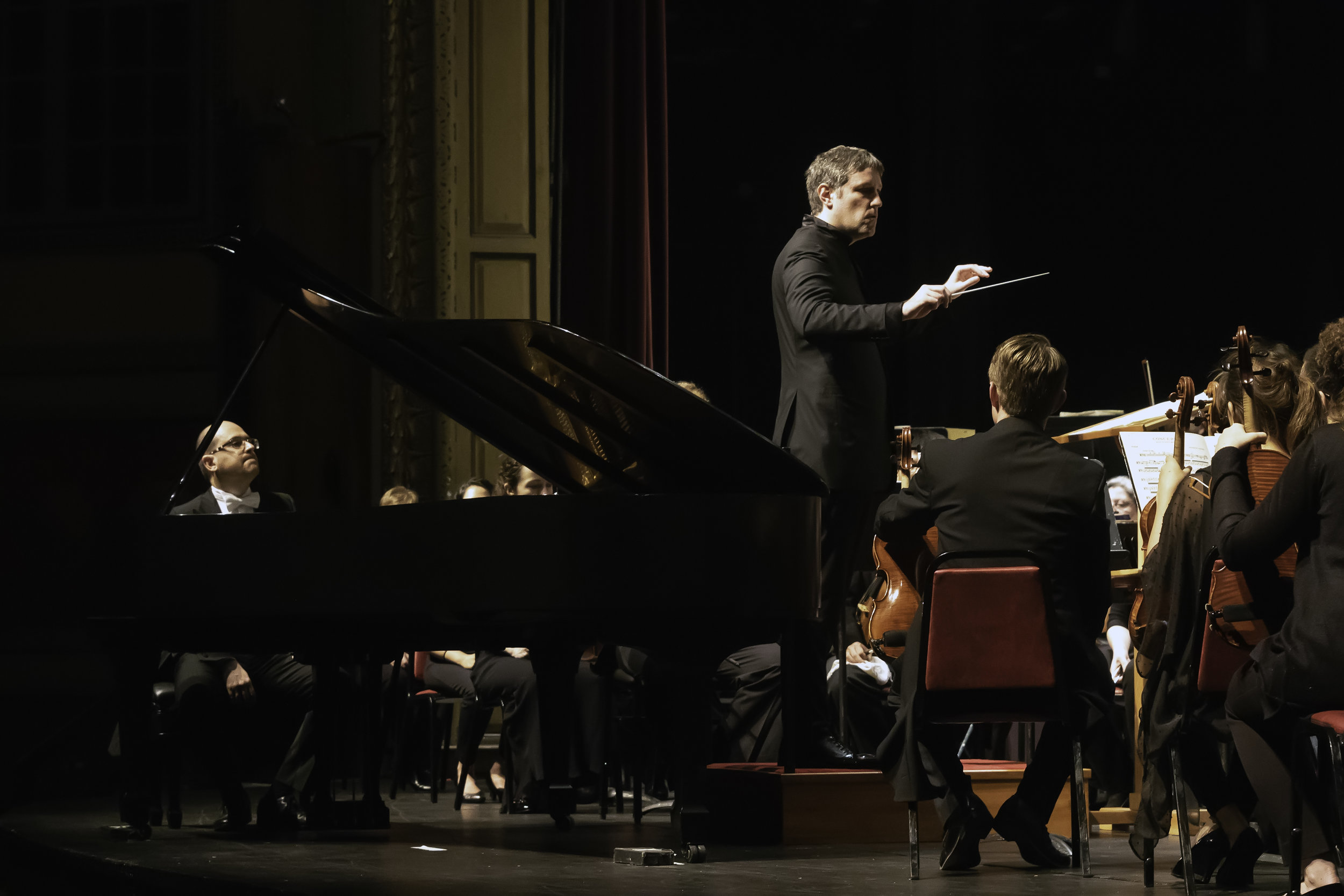 Yaniv Dinur conducts the New Bedford Symphony Orchestra, with pianist Roberto Plano, 15 May 2018. Richard Van Inwegen photograph