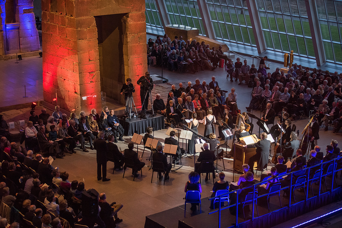 Handel & Haydn Society in an April 2017 performance of the Monteverdi Vespers in the Temple of Dendur at New York's Metropolitan Museum. Stephanie Berger photograph.