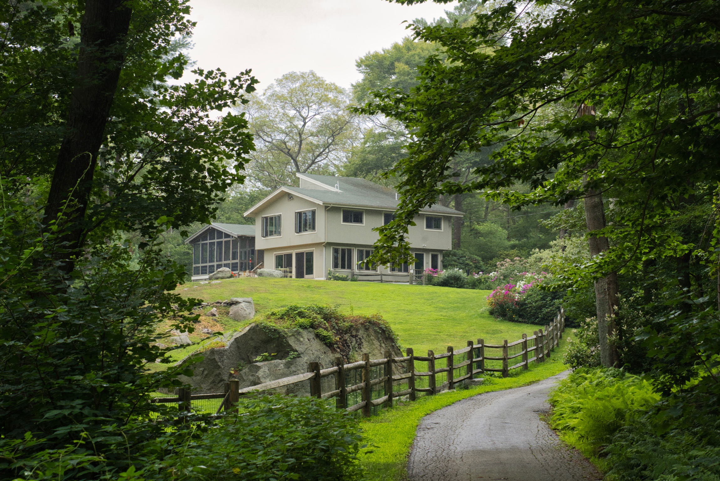Fraser and Mateo's Annisquam home. José Mateo photograph