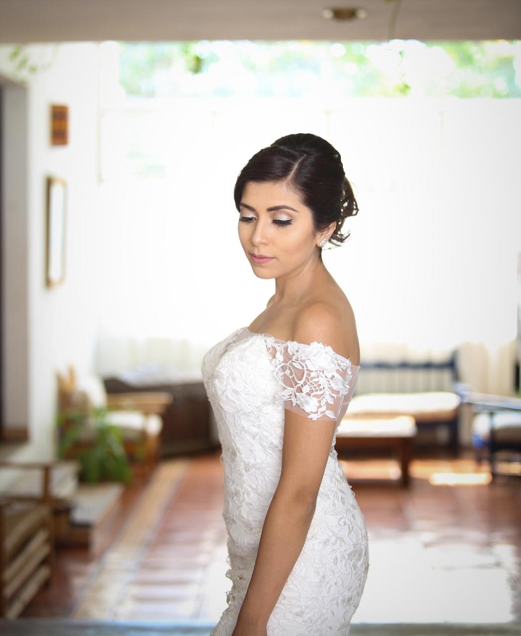Real Bride: Silvia (Dress: Silvia, off-the-shoulder sleeves, mermaid, tulle skirt)