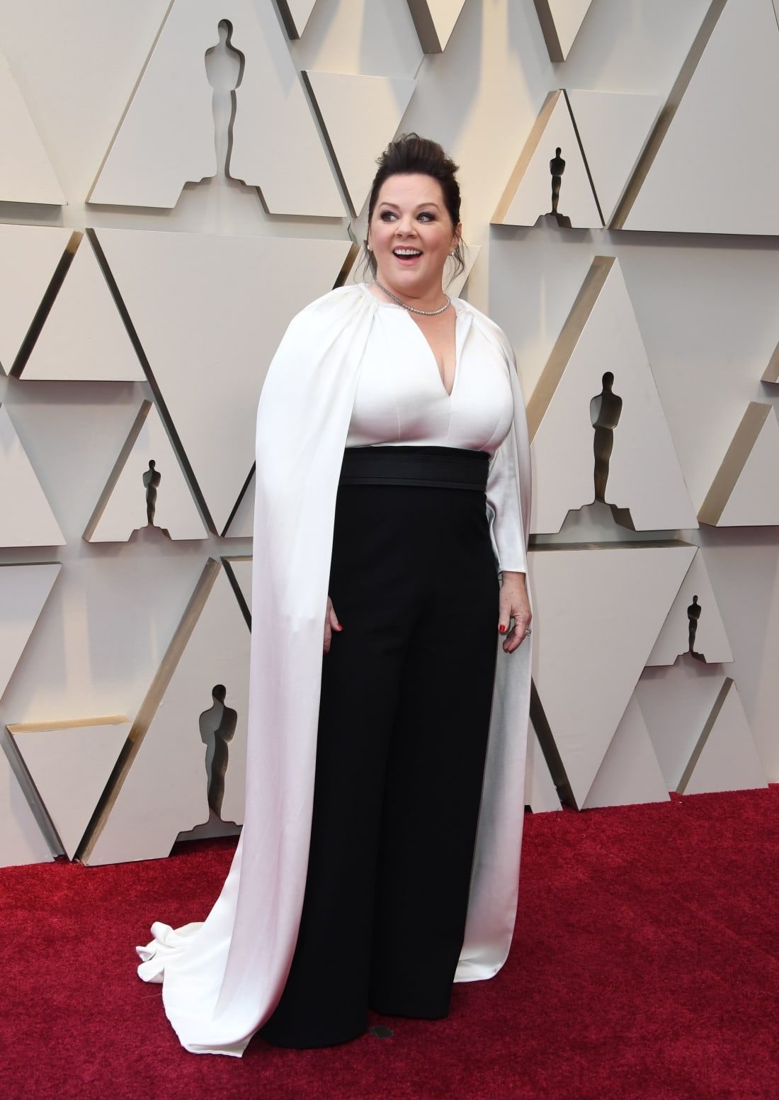 jinza-bridal-oscar-2019-melissa-mccarthy-pantsuits-with-cape.jpg