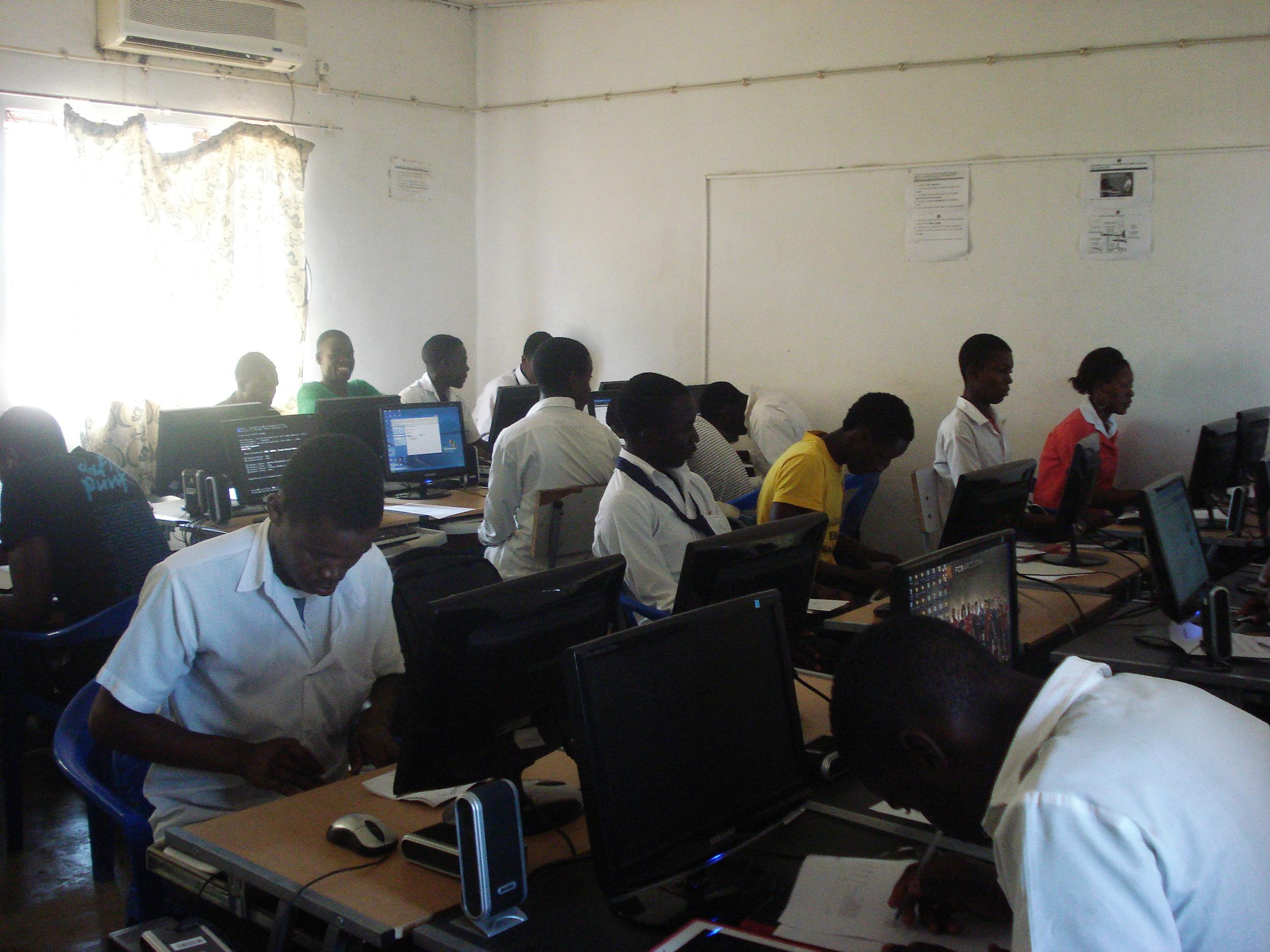 Formação de Informática na Katembe.