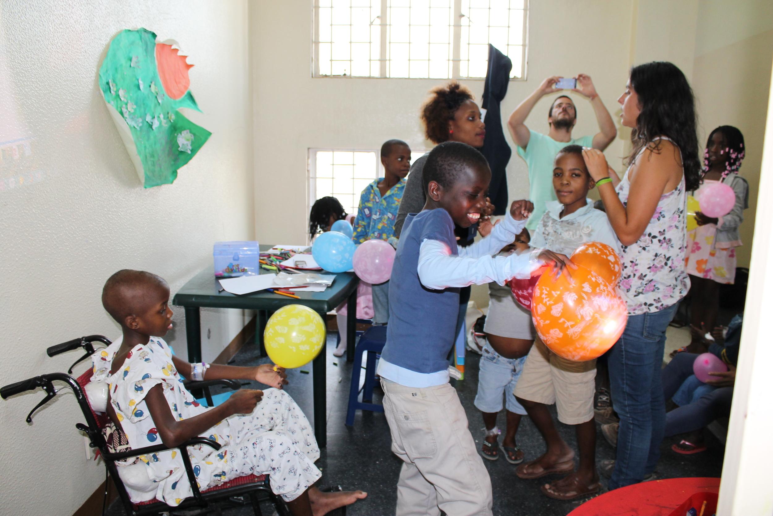 Último dia de actividades no HCM com crianças e voluntários da ALCC