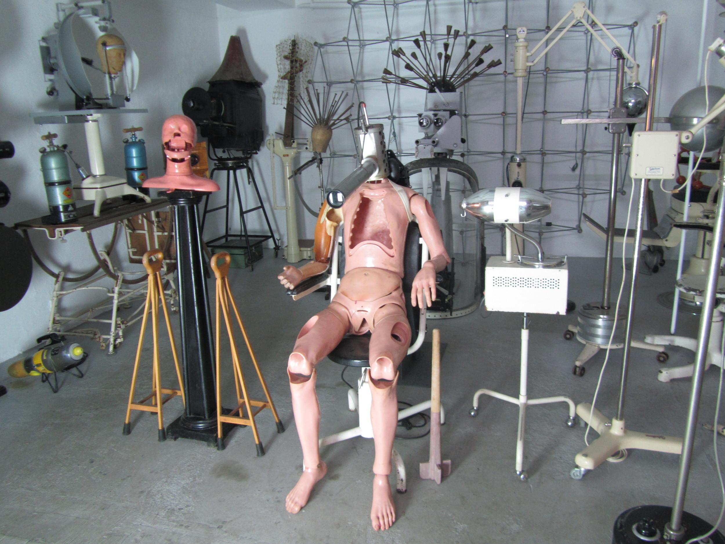Designpanoptikum - surreales Museum für industrielle Objekte creation .JPG