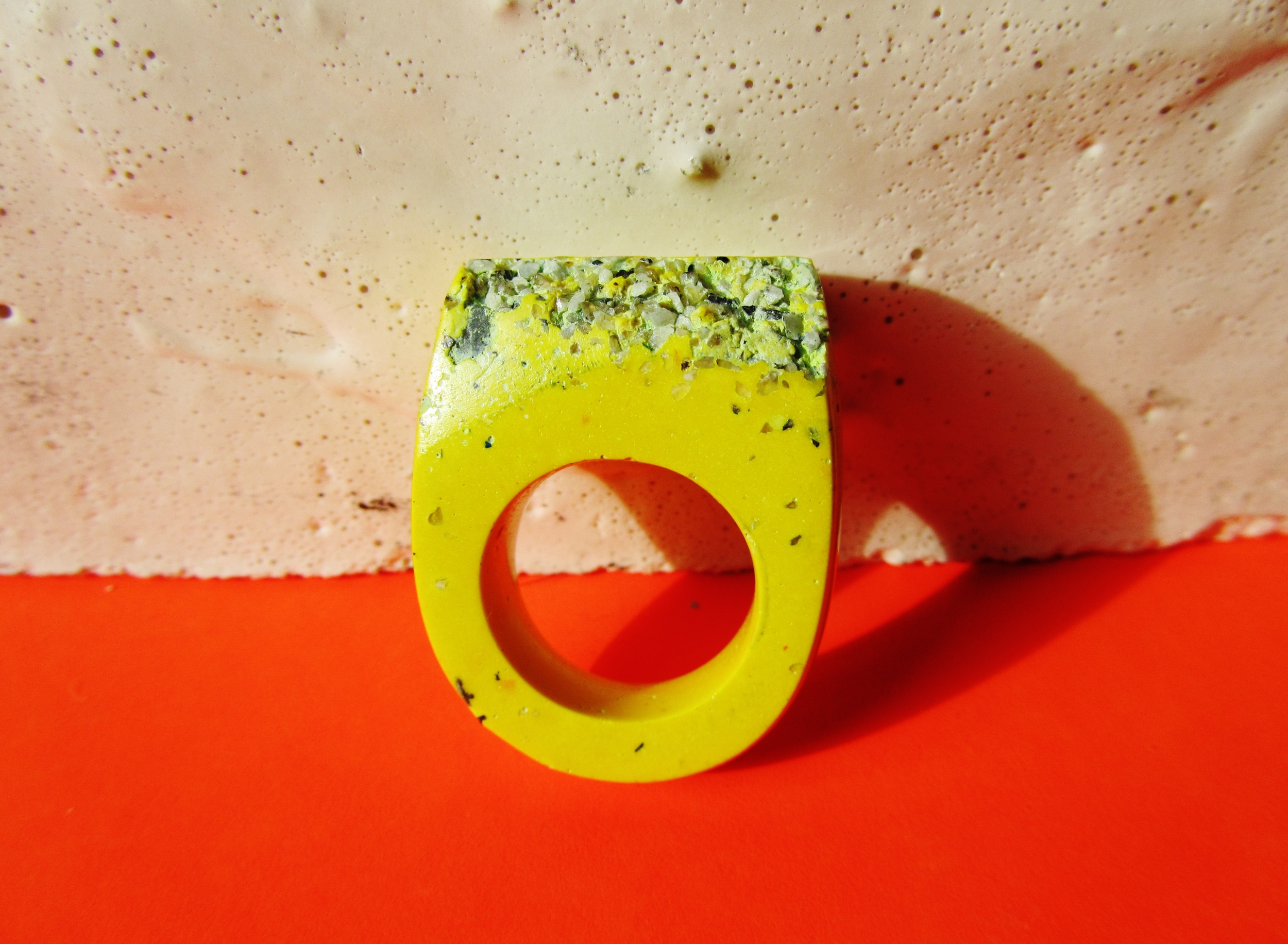 For this bright yellow ring I've used granite for a rugged edge.